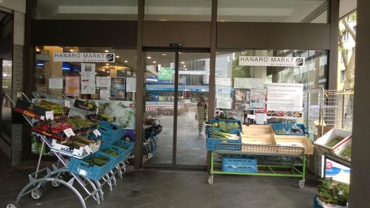Tästä japanilaisesta kaupasta lähellä Dusseldorfin päärautatieasemaa löytyy kaikkea mahdollista japanilaista ruokaa.