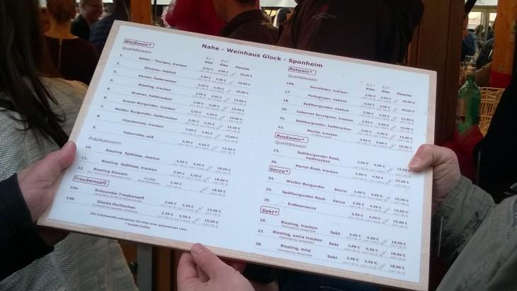 Jokaisella viiniviikoilla mukana olevalla tilalla on hinnastot helposti tutkittavissa. Vielä, kun noista osaisi päättää mitä haluaa!