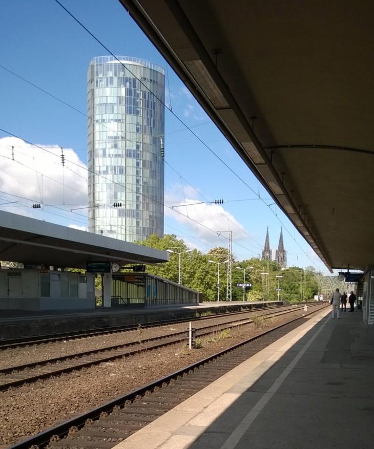 Köln Deutz-Messen asema on monen hyvän reissuni lähtökohta. Ja lisätehtävä: etsi kuvasta Dom