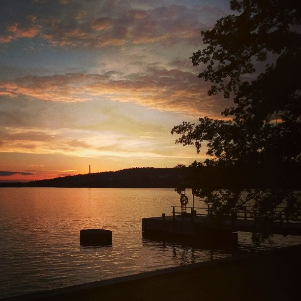 One of my favorite place in Tampere, Arboretum and lake Pyhäjärvi. #sunset #summernight #finnishsummer #pyhäjärvi #lake #arboretum #tampere #hatanpää #lempipaikkojani #matkablogi #nature #Lakeview #kotimaassa #kaupunkiloma #suomiretki #iltahetki #myfinland #ourfinland #laituri #auringonlasku #kesäyö #minuntampereeni #bestoftampere #parastasuomea #suomiloma #finlandinsummer #finnland