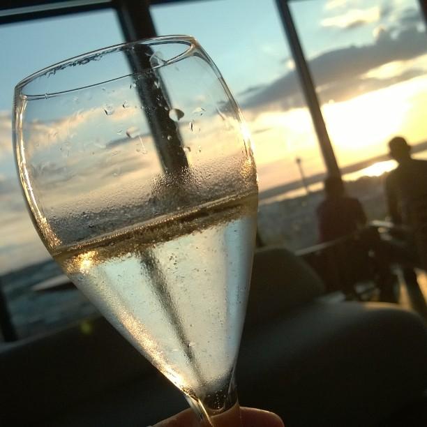 Sparkling wine in Moro Sky bar. #girlsnightout #moroskybar #tampere #torni #hoteltorni #sky at #sparklingwine #sekt #näsinneula #finnishsummer #summer night #eveningout #kotimaassa #kaupunkiloma #sunset #iltaaurinko