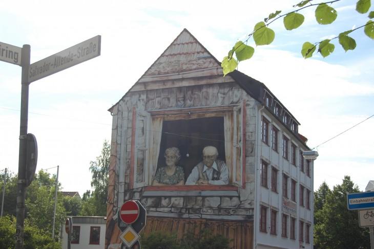Matkalla hotellilta Bremenin vanhaan keskustaan näimme mielenkiintoisia seinämaalauksia.