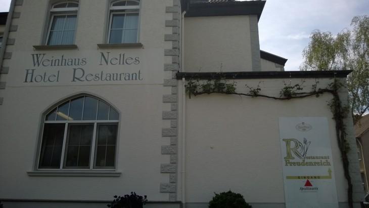 Viinimyymälän yhteydessä on myös hotelli ja ravintola.