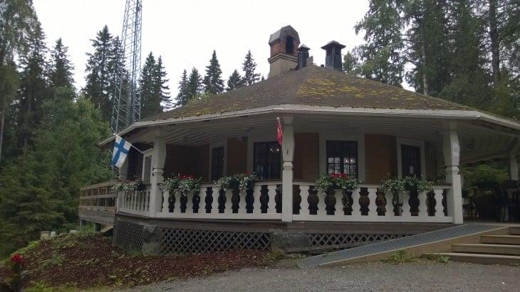 Vuonna 1928 rakennettu kulttuurihistoriallisesti arvokas Vuorenmaja sijaitsee keskellä kaunista Mäntänvuoren luonnonsuojelualuetta.