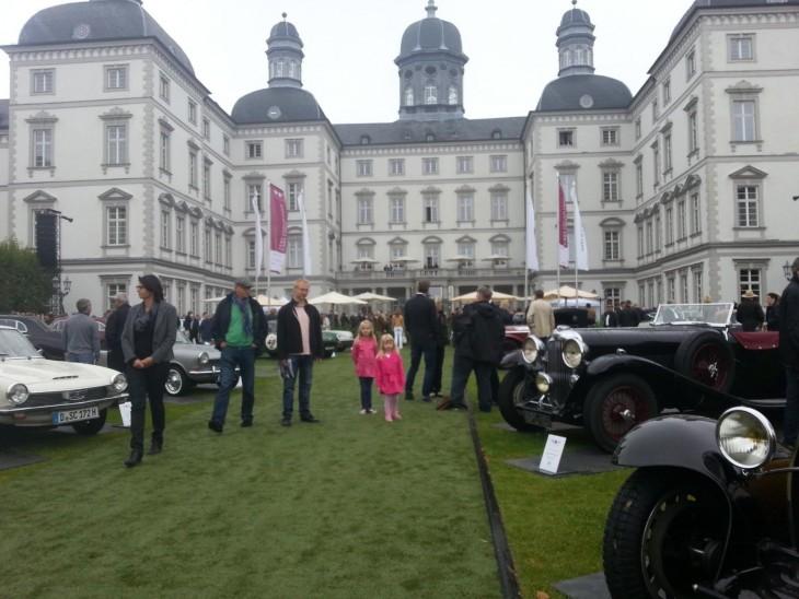 Bensbergin linnassa järjestetään vuosittain Old timer -autonäyttely.