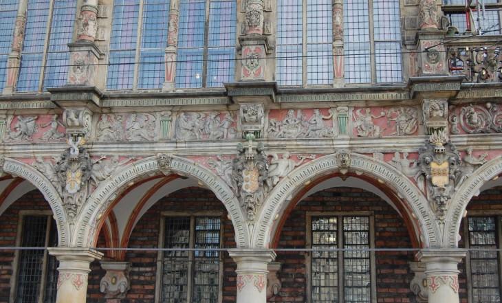 Bremenin raatihuoneen julkisivu on yksi Saksan kauneimmista.