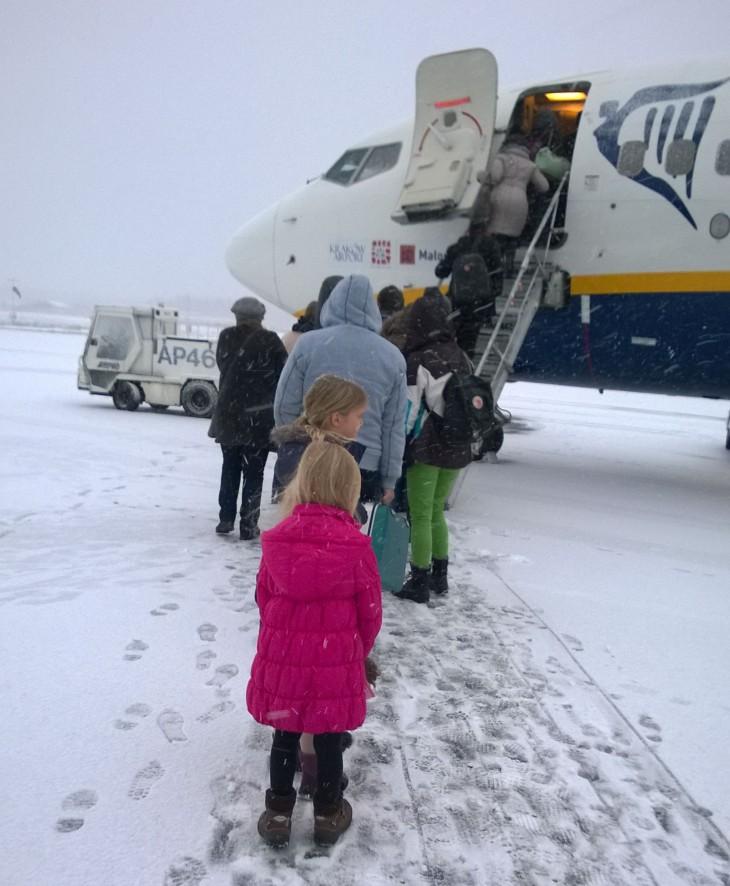 Joulukuussa 2014 lähdimme lentoon Ryanairilla Tampereelta melkoisessa lumisateessa.
