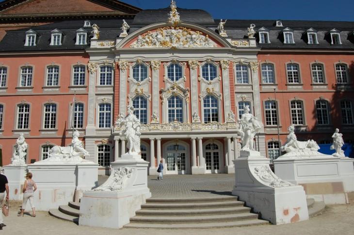 Konstantin-Basilikan toiselta sivustalta löytyi todellinen yllätys, upea palatsi!