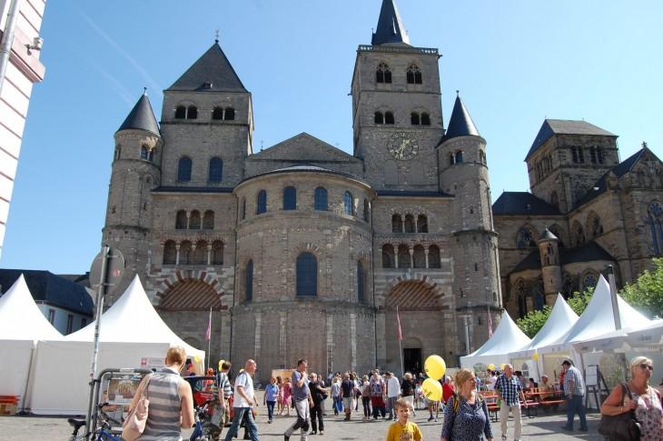 Trierin Dom eli tuomiokirkko ja sen vieressä ihan siinä kiinni oleva toinen kirkko, Liebfrauenkirsche.
