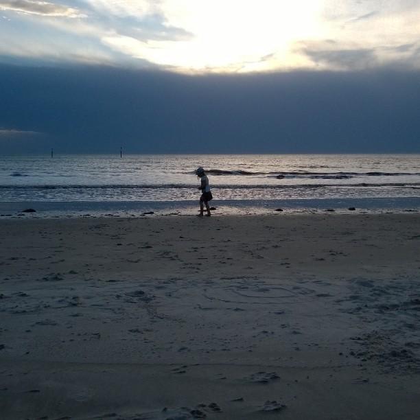 Rain is coming. Mereltä nousee sade. #ocean #Australia #Adelaide #visitadelaide #adelaidewestbeach #beach #rain #nofilter #travelphotos #wanderlust #beautyofnature #matkablogi #bloggaaja