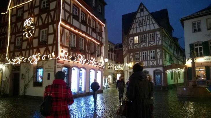 Öinen Mainzin vanhakaupunki oli pienestä sateesta huolimatta tunnelmallisen näköinen.