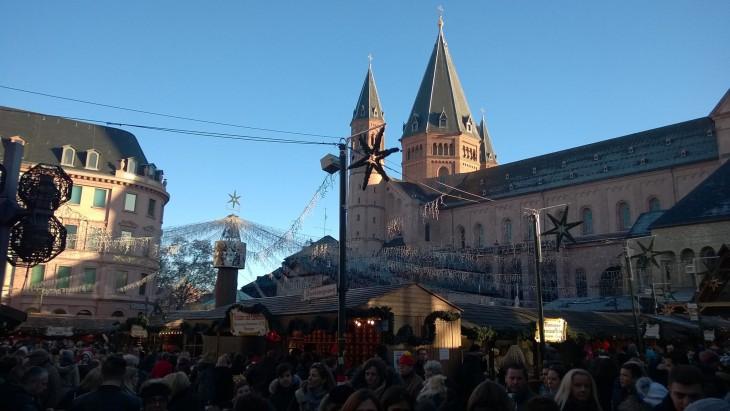 Mainzissa on useat joulumarkkinat avoinna näin joulun alla.