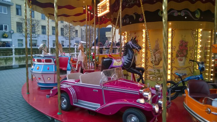 karuselli joulumarkkinoilla