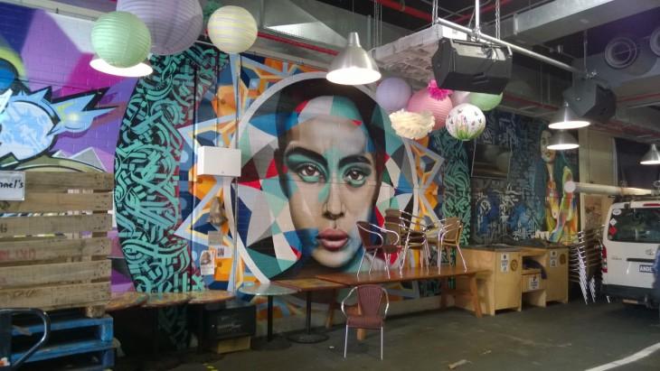 Upea seinämaalaus kauppahallissa, Adelaide central market