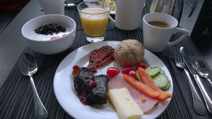 solo sokos hotel torni tampere aamiainen mustamakkara