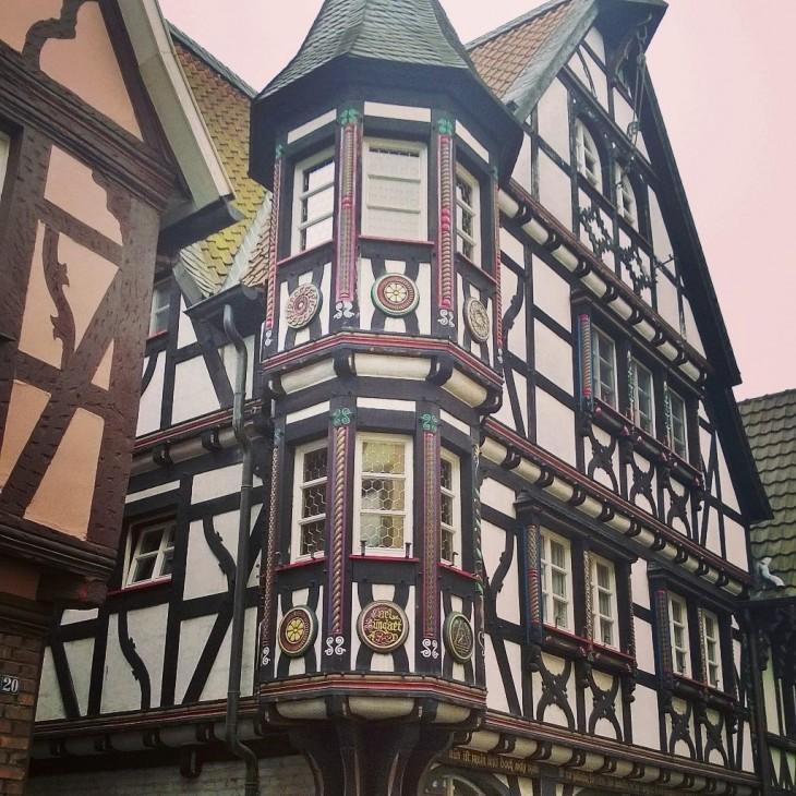 koristeellista rakennustyyliä Linz am Rheinissä