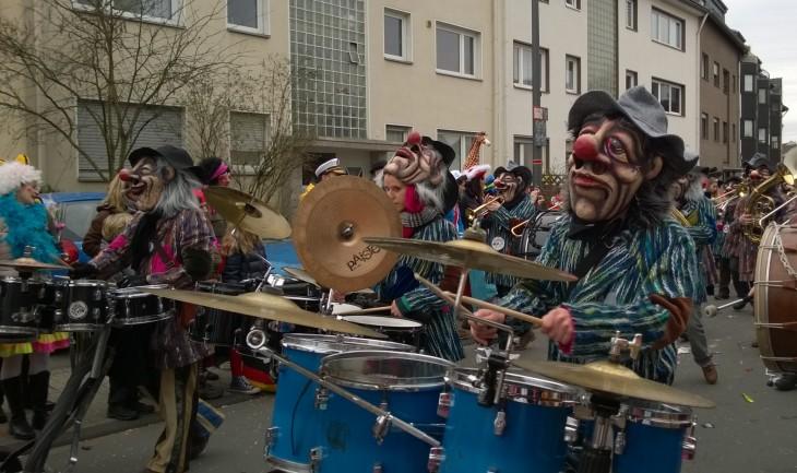 orkesteri_karnevaalikulkue