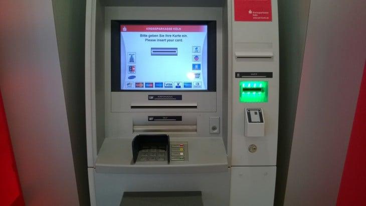 saksalainen_pankkiautomaatti