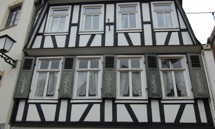 kauniit_vanhat_ikkunaluukut_saksa