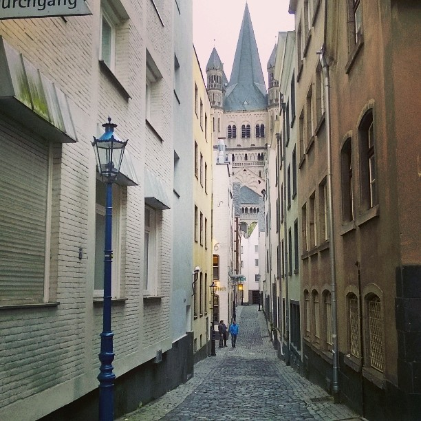Kln Altstadt am Freitag abend Narrow streets of Cologne oldhellip