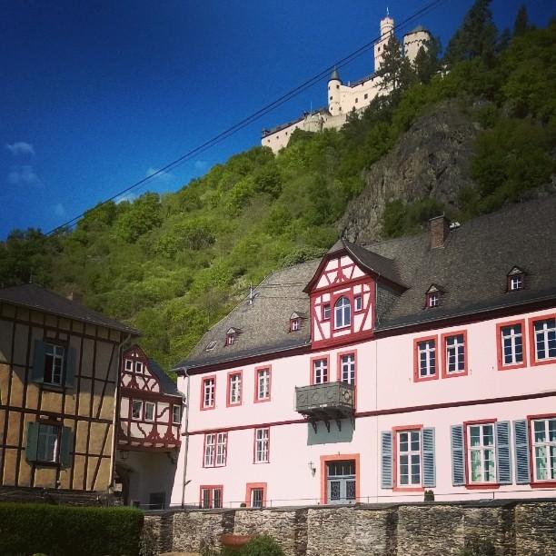 Braubachissa Reinin varrella on kaksi linnaa Alhaalla Philipsburg ja ylhllhellip