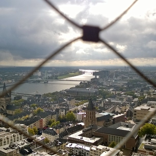 Korkealla Klnin kattojen yll Tuomiokirkon tornissa 533 askelta yls kyllhellip
