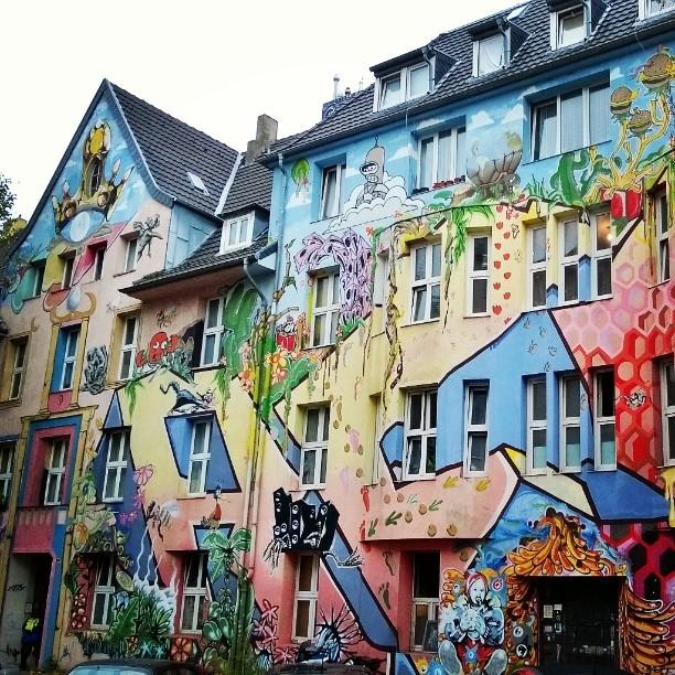 Dsseldorfin rouheampi puoli Vaihtoehtokulttuurin oma katu Kiefernstrasse nyt esittelyss blogissahellip