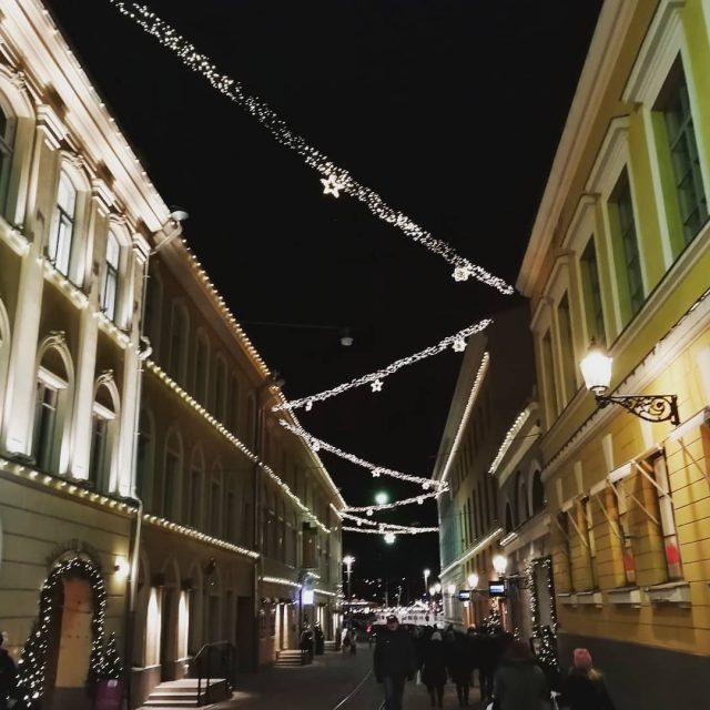 Lytyy Helsingistkin ihasteltavaa Pimen aikaan kaupunki on kauniisti valaistu luxhelsinkihellip