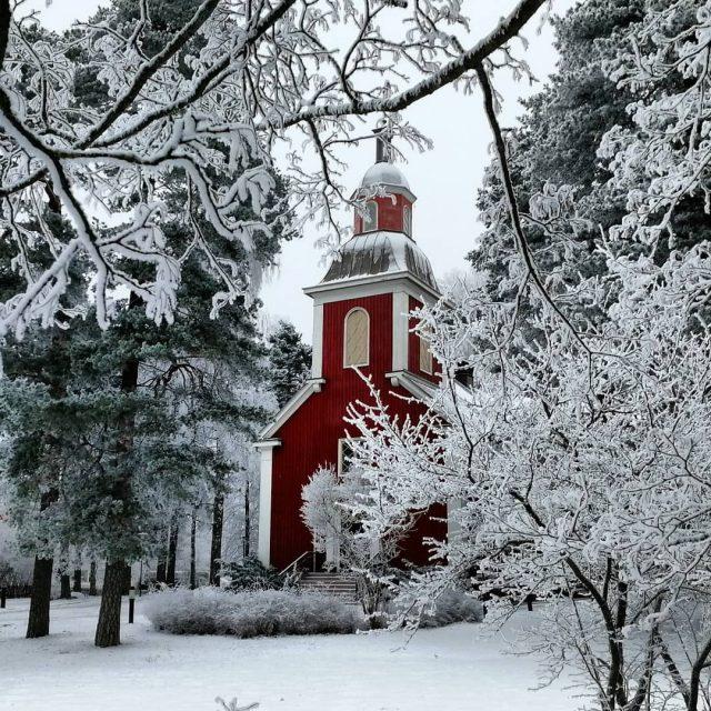 Taisimme muuttaa talven ihmemaahan Miten kaunista! hyvink hyvinknvanhakirkko puukirkko suomentalvihellip