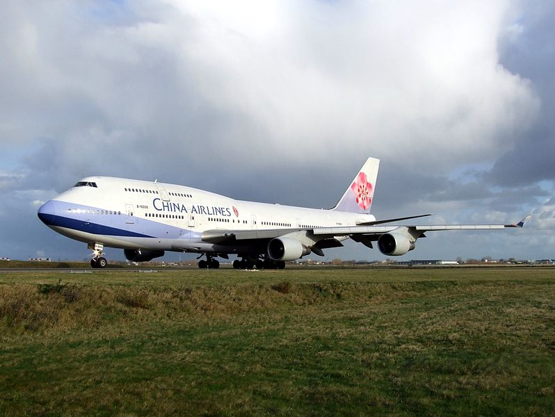 798px-China_Airlines_Boeing_747-400_B-18206_p2