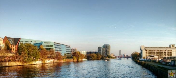 Maisemakuvaa Berliinin halki virtaavan Spree-joen varrelta. Joki on kokonaisuudessaan jopa 400km pitkä.