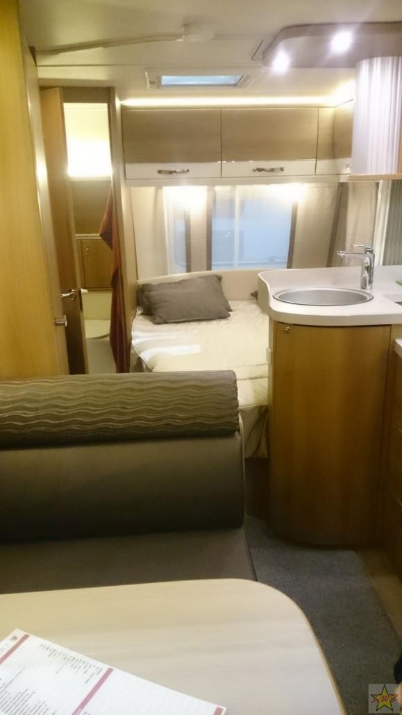 Tässä seitsemän hengen asuntovaunussa puitteet ovat kuin hotellihuoneessa.
