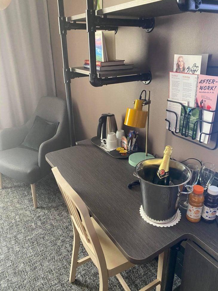 Elämyksellisessä Terva-huoneessa Arinassa Oulussa