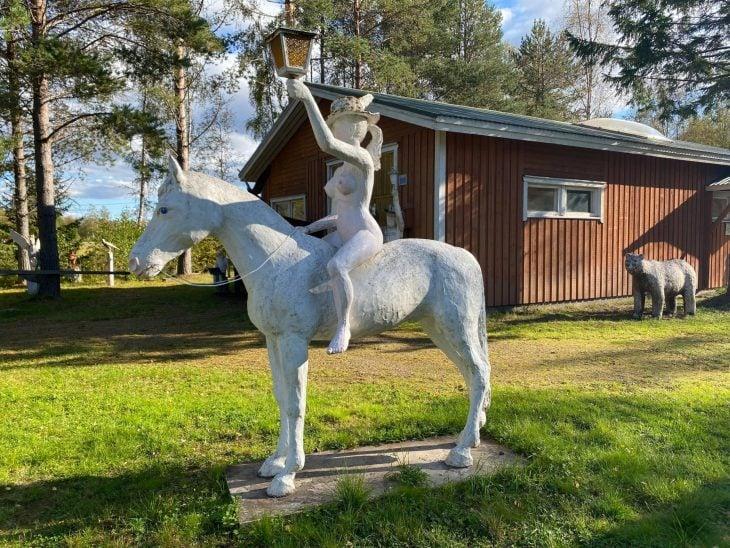 Näyttävä Matti Lepistön veistospuisto Raahessa