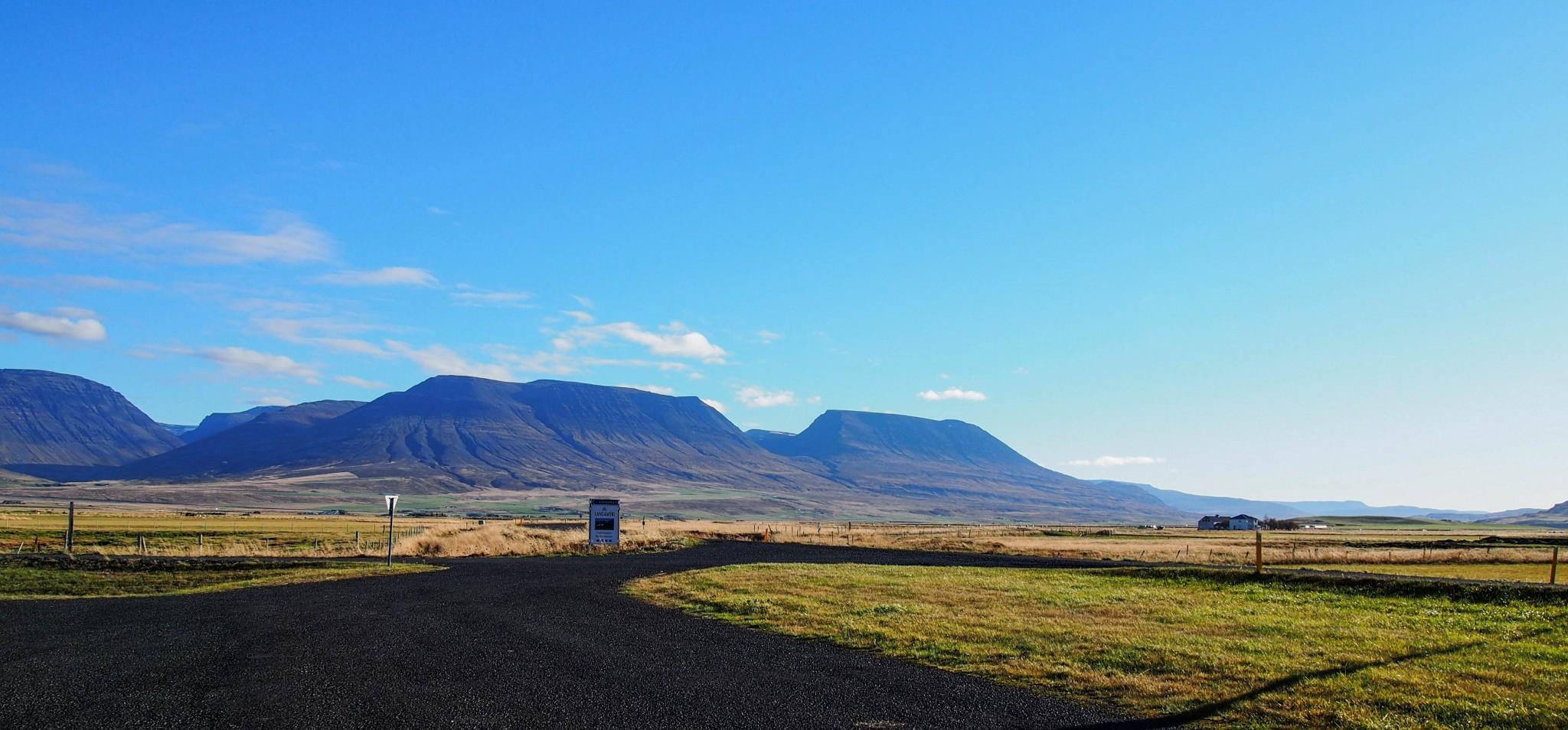 Autolla ympäri Islannin