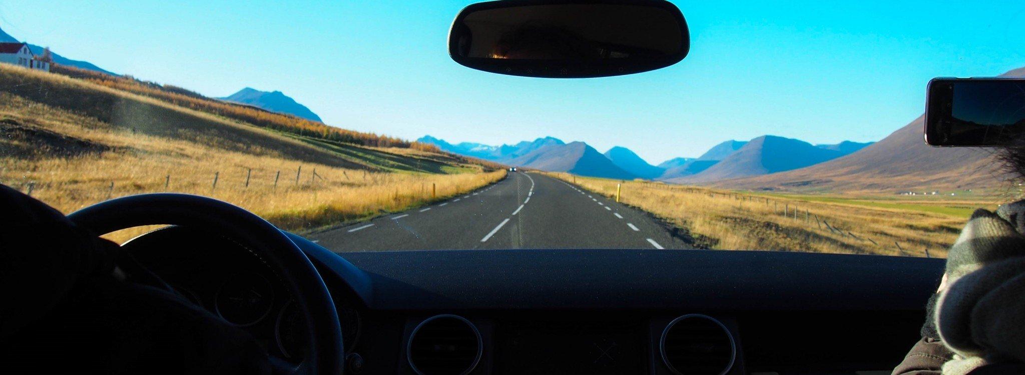 Autolla Islannissa