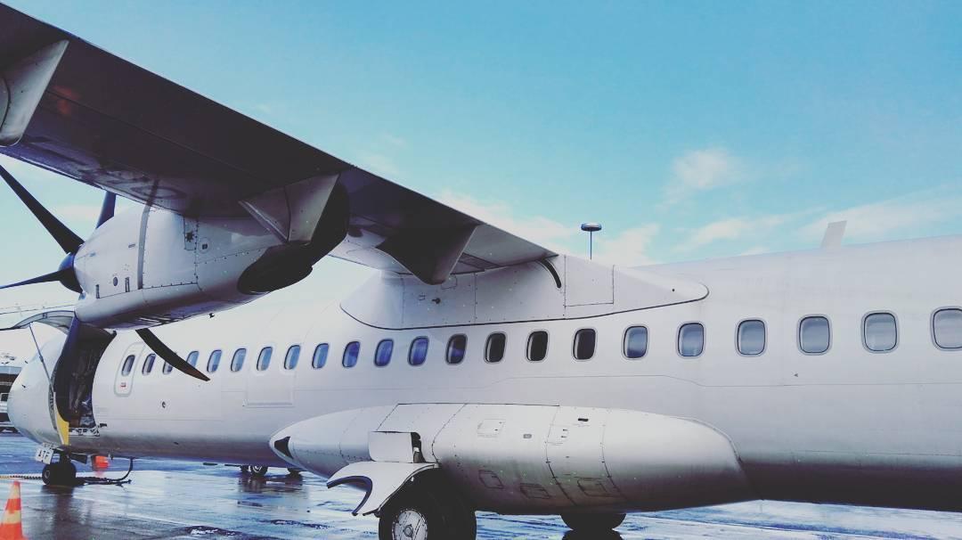Elämäni ensimmäinen lento Finnairilla takana. Odotin kyllä kieltämättä jotain muuta kuin potkurikonetta, mutta perille päästiin vaikka kädet pikkasen hikoilikin #riika #latvia #finnair