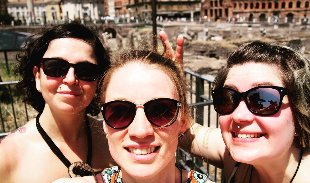 outimoiLämpöä reilusti yli 30. Kaikki hikoillaan tyytyväisinä. Roomassa kaikki hyvin. #rooma #rome #mikaelajuhlii #jälkipolttarit #summervibes