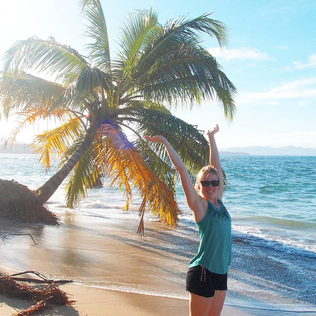 Lupasinko mä jotain, että tästä vuodesta tulee huisi? Miten musta alkaa pikkuhiljaa enemmän ja enemmän tuntumaan siltä!! Kuulettepa vielä.. * * * Kuva on vuonna 2014 häämatkalta, jolloin tunsin myös oloni varsin onnekkaaksi. #luckybastard #feelinglucky #throwbackpicture #costarica