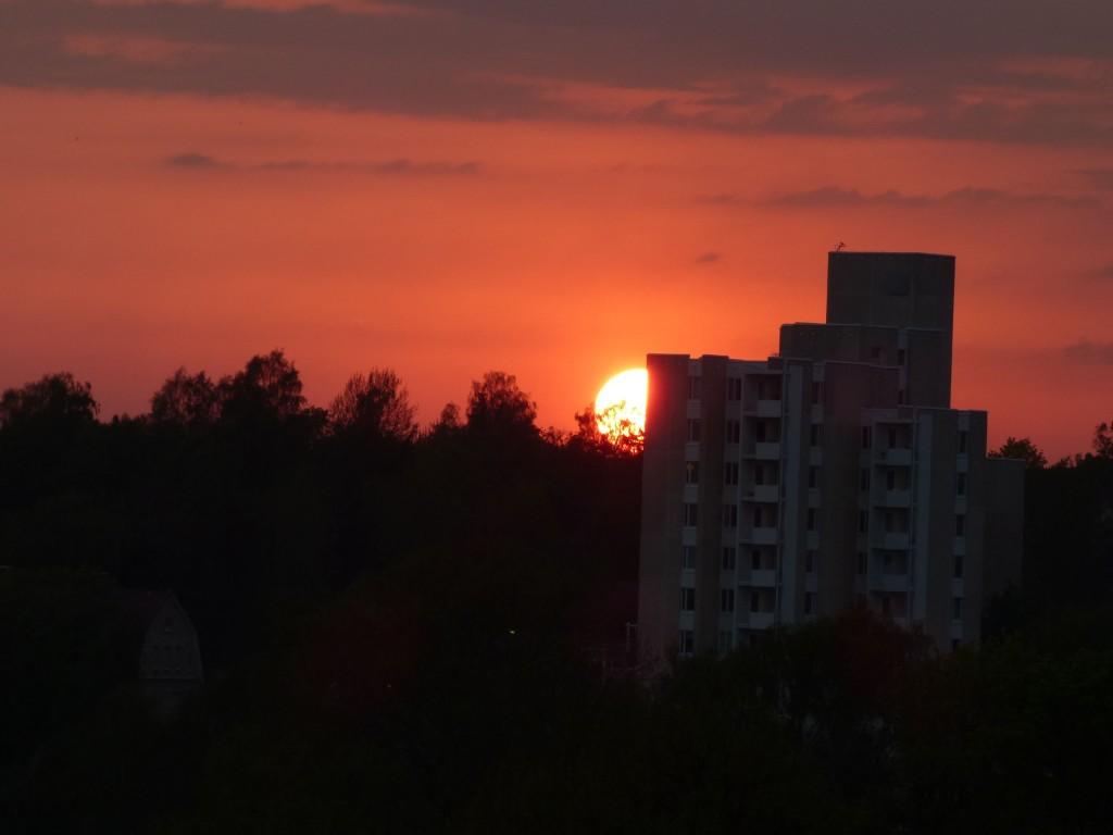 lintsi talo ja aurinko