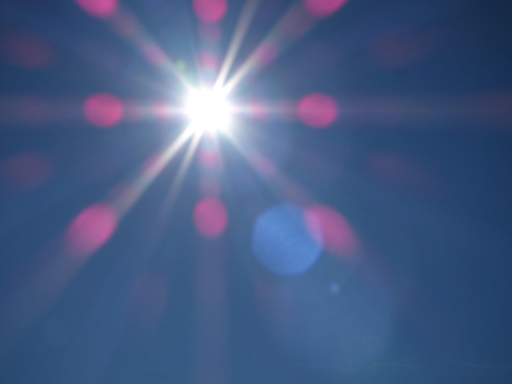 aurinko taivaalla