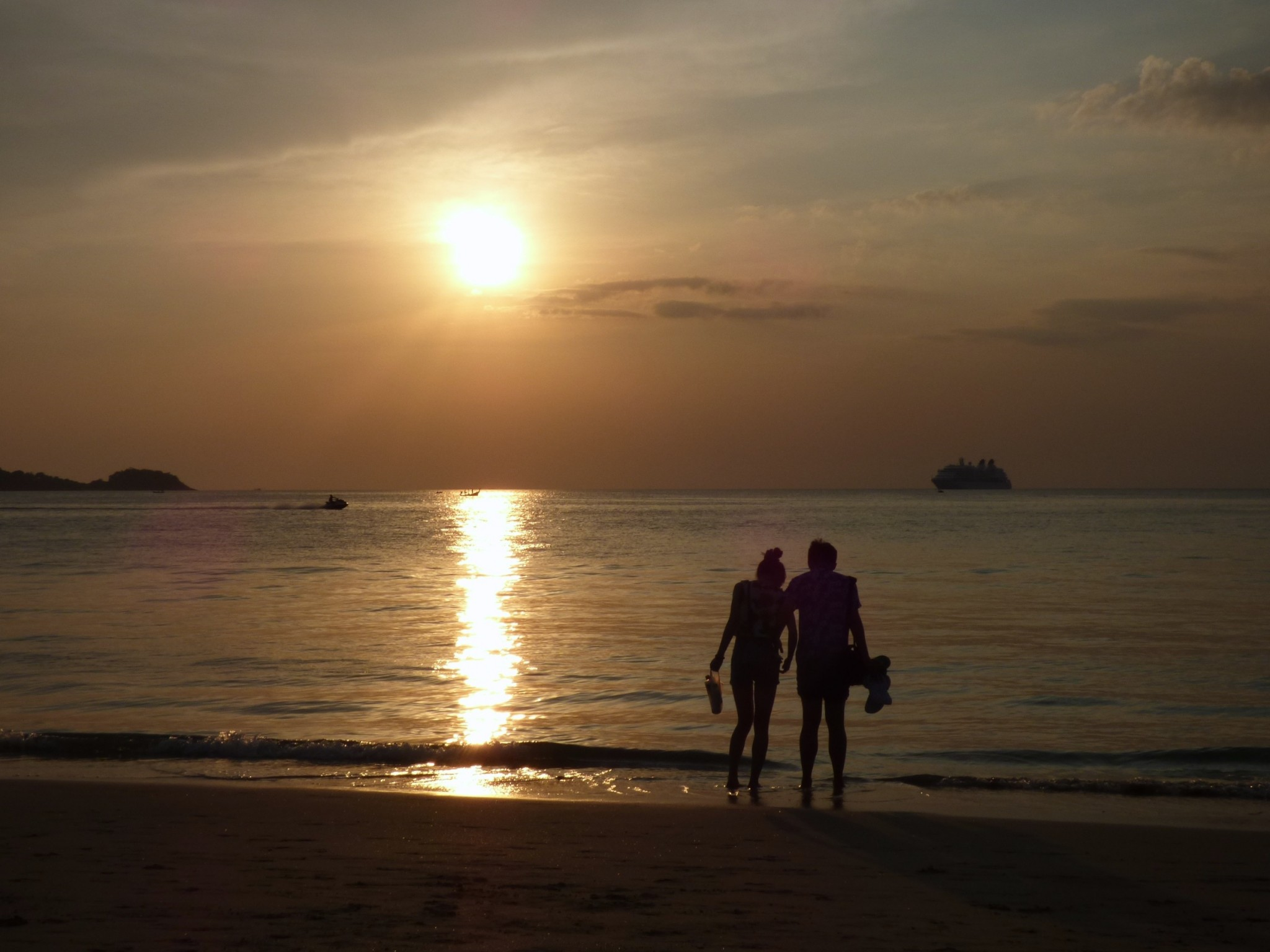 Auringonlasku Phuketissa