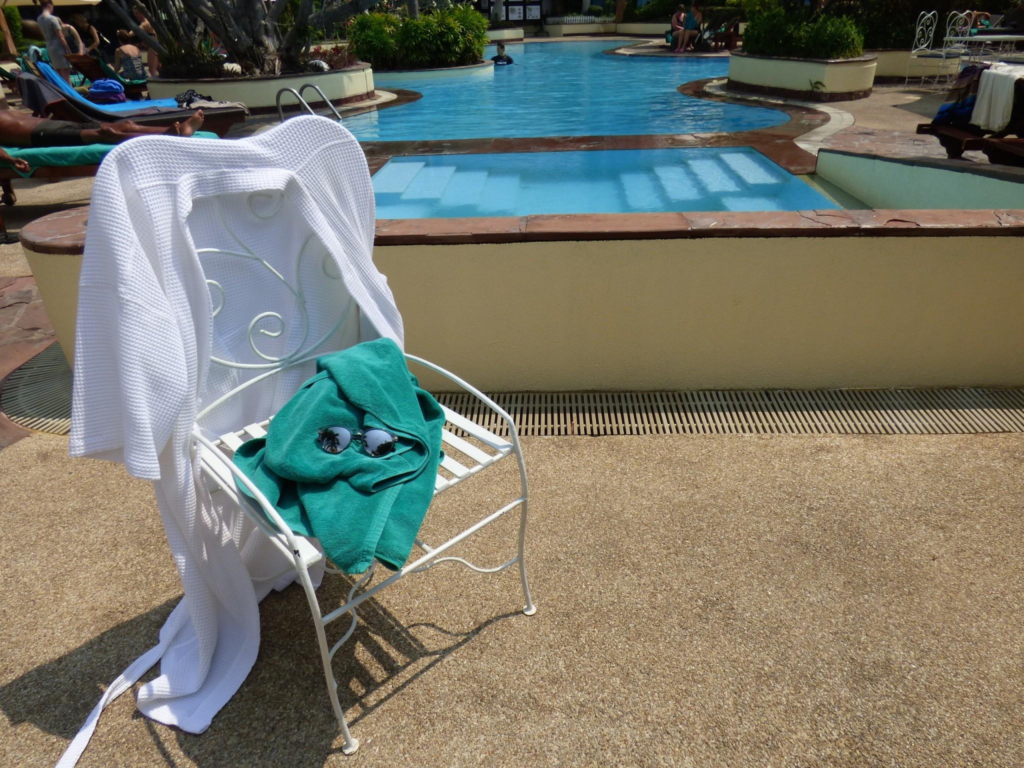 Swimmimg Pool Windsor Suites