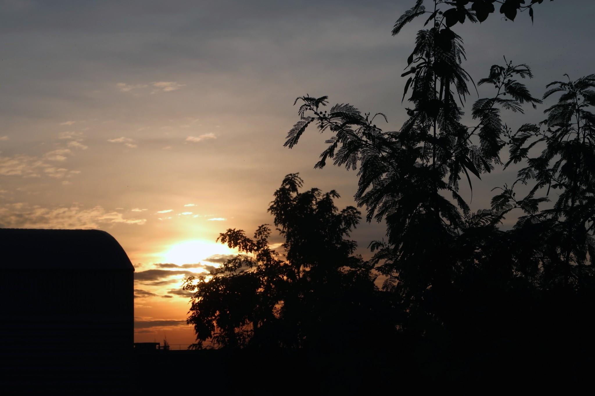 Lentokoneiden hautausmaa Bangkok auringonlasku