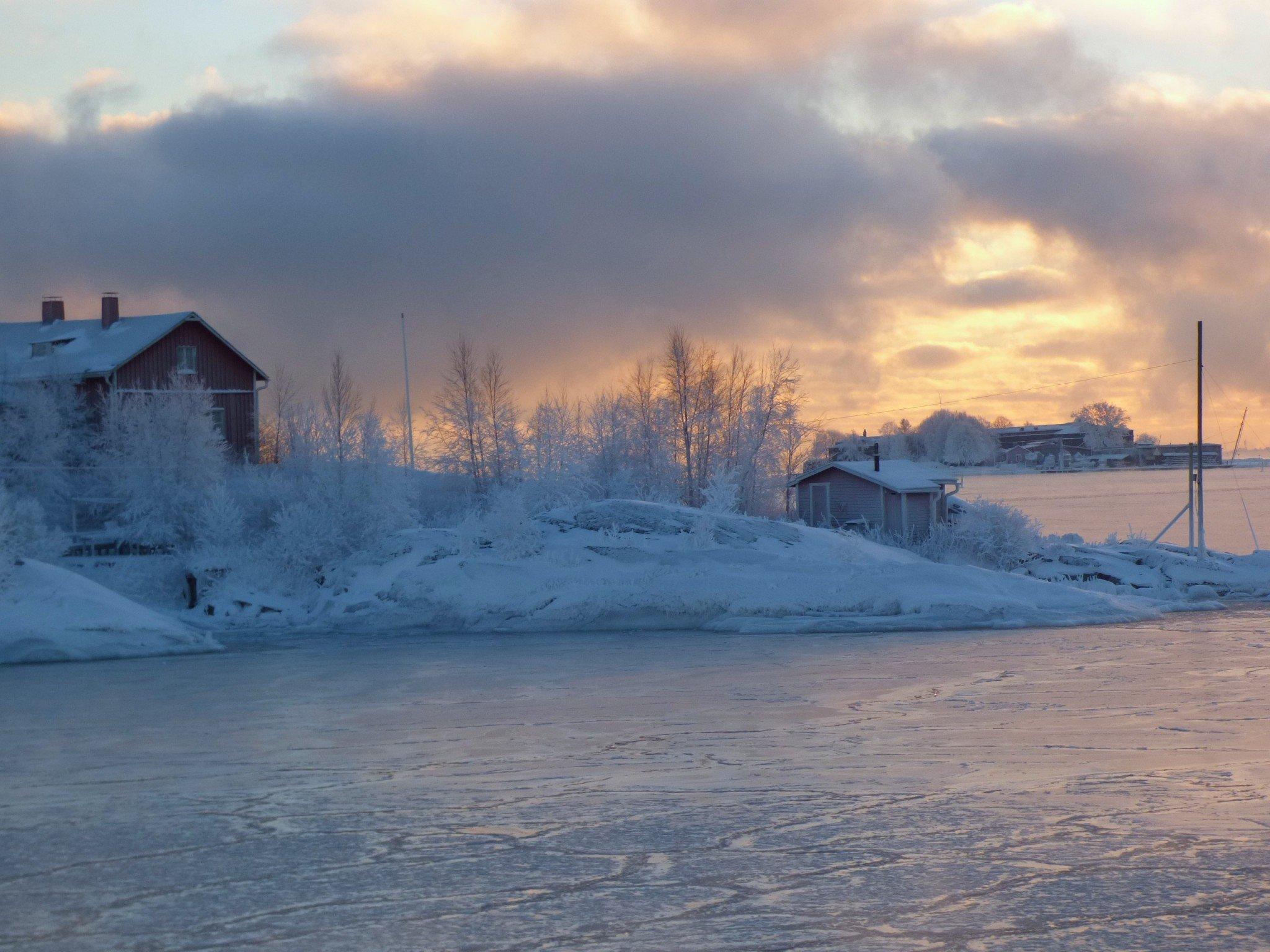 Suomenlinnan auringonlasku talvella