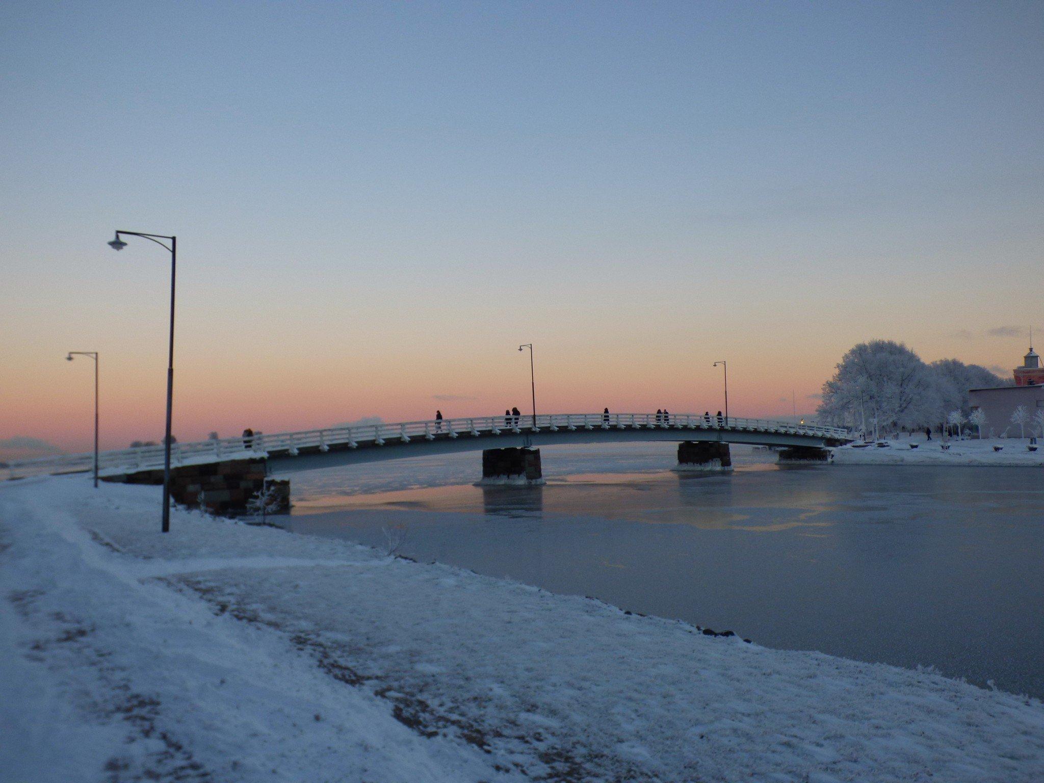 Suomenlinna auringonlasku talvella