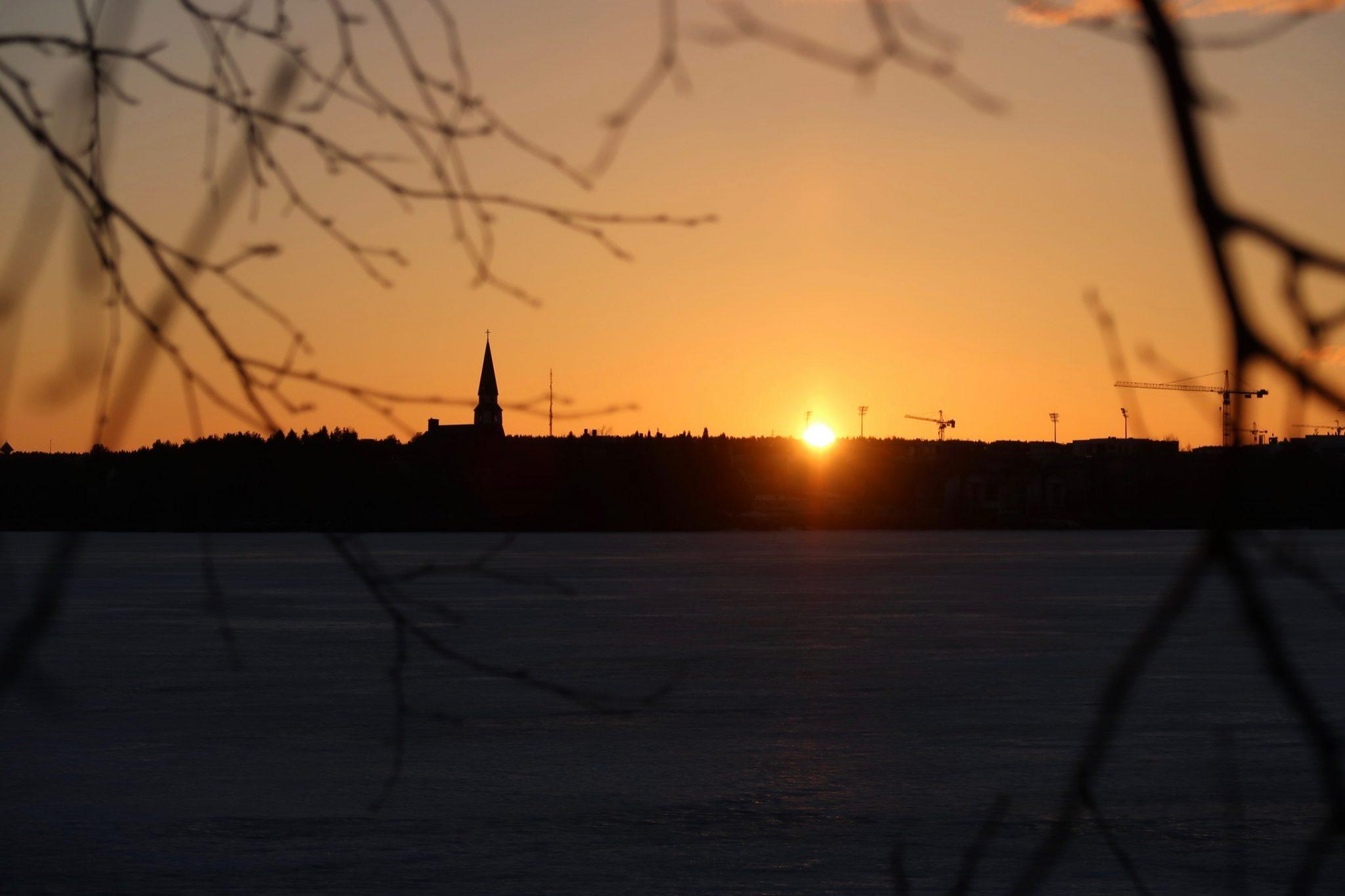 Rovaniemi kirkko auringonlasku