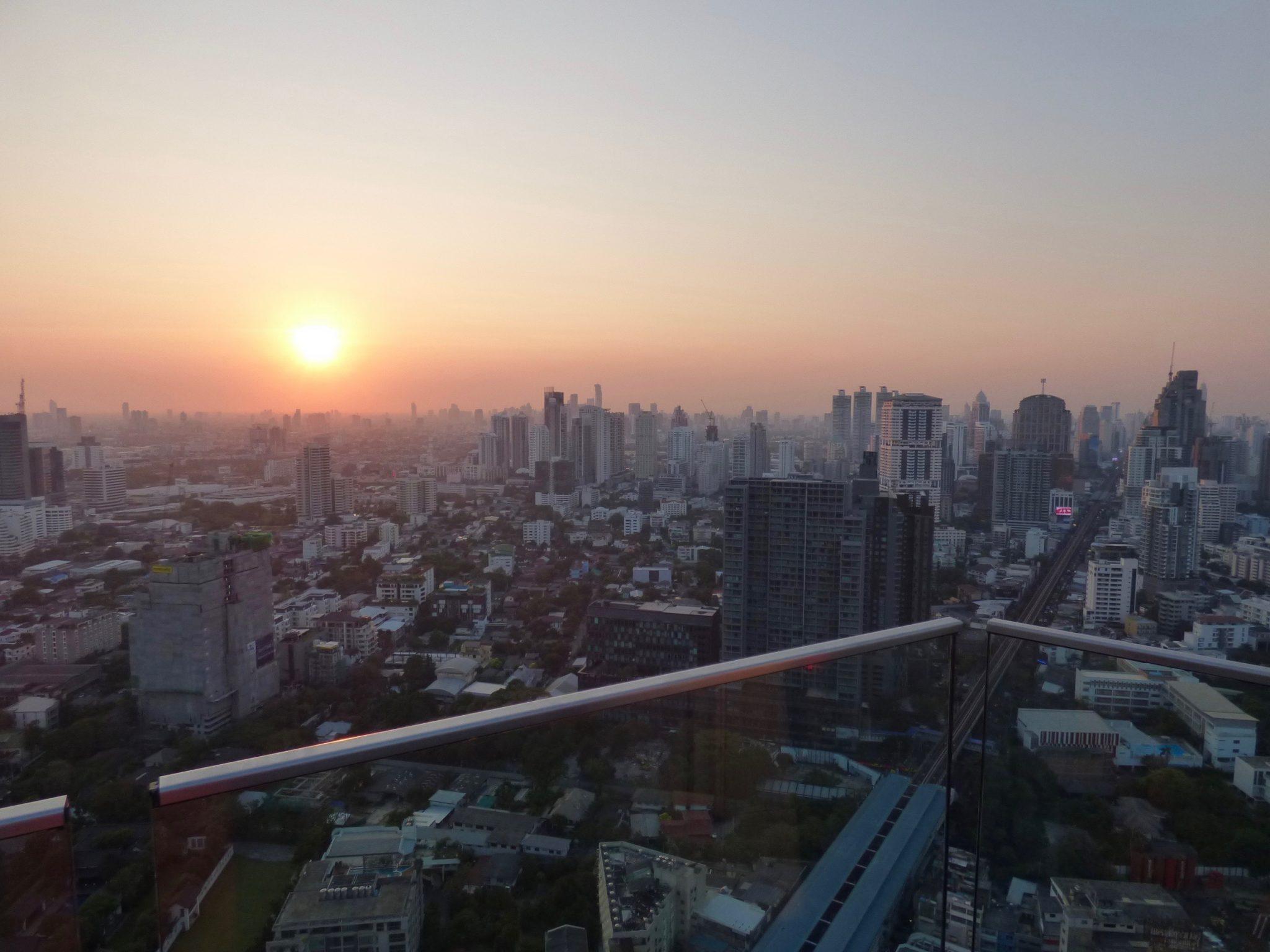 Octave kattobaari Bangkok