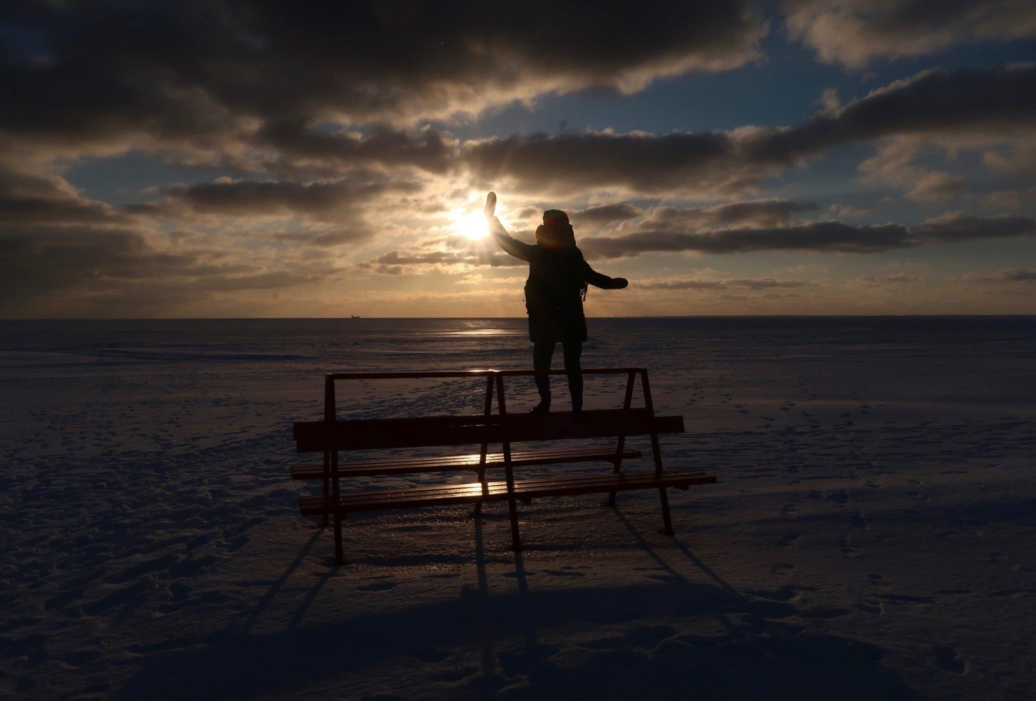 Pärnu auringonlasku talvella