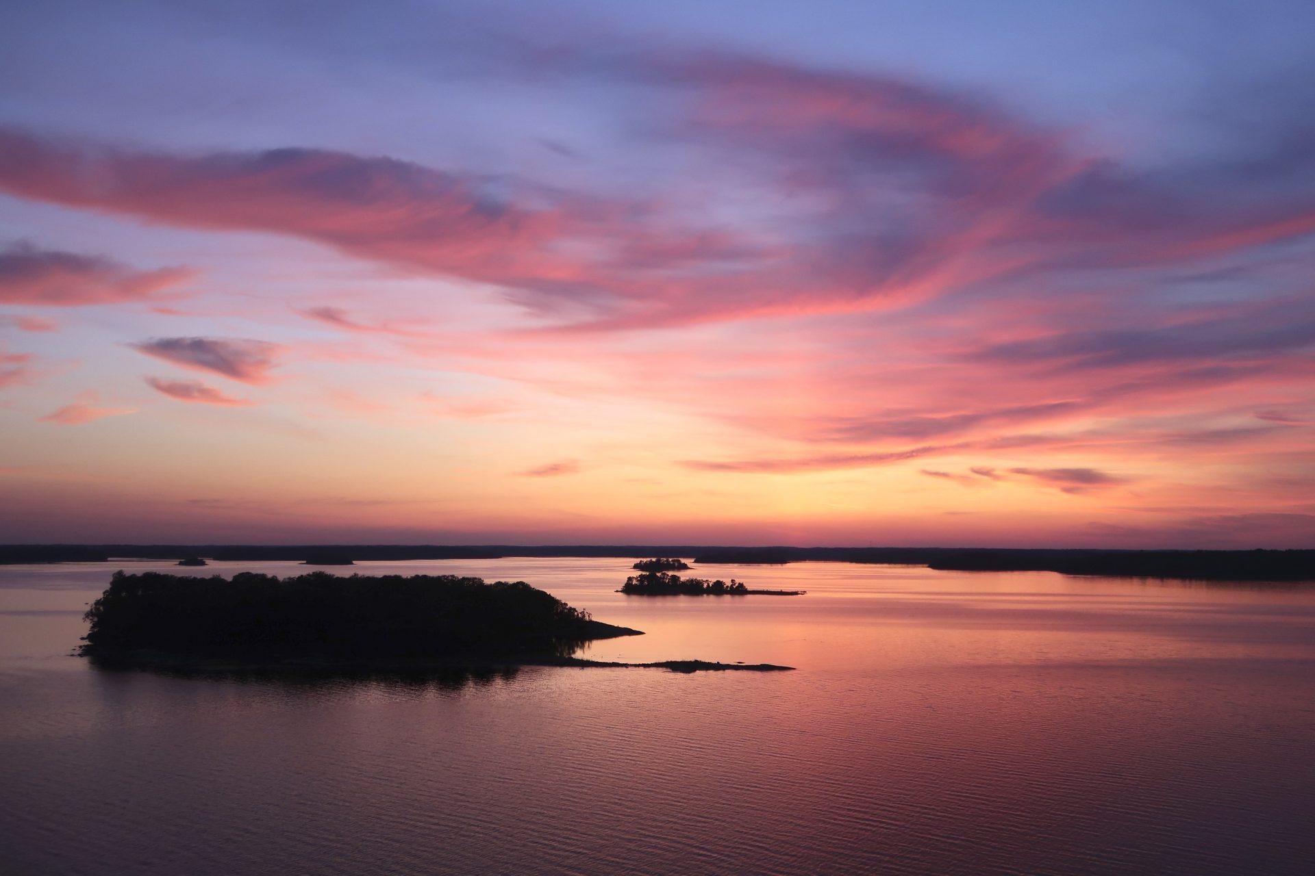 Auringonlasku Tukholman saaristo